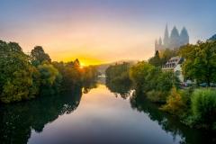 Limburger Dom an der Lahn bei Sonnenaufgang