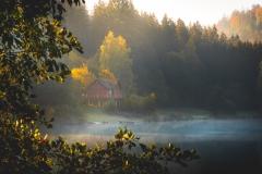 Nebelschwaden über dem Marbach Stausee im Odenwald