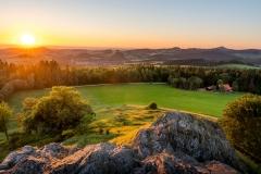 Ein schöner Sommerabend geht zu Ende am Wachtküppel in der Rhön.