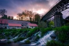 Alte Mühle und Eisenbahnviadukt bei Homberg / Ohm