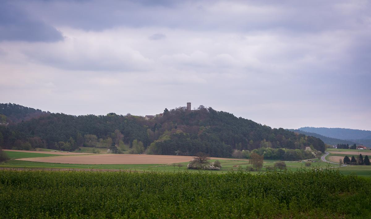 Burg Mellnau ist schon von weitem gut sichtbar