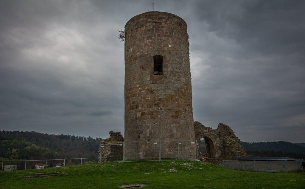 Bergfried der Burg Mellnau