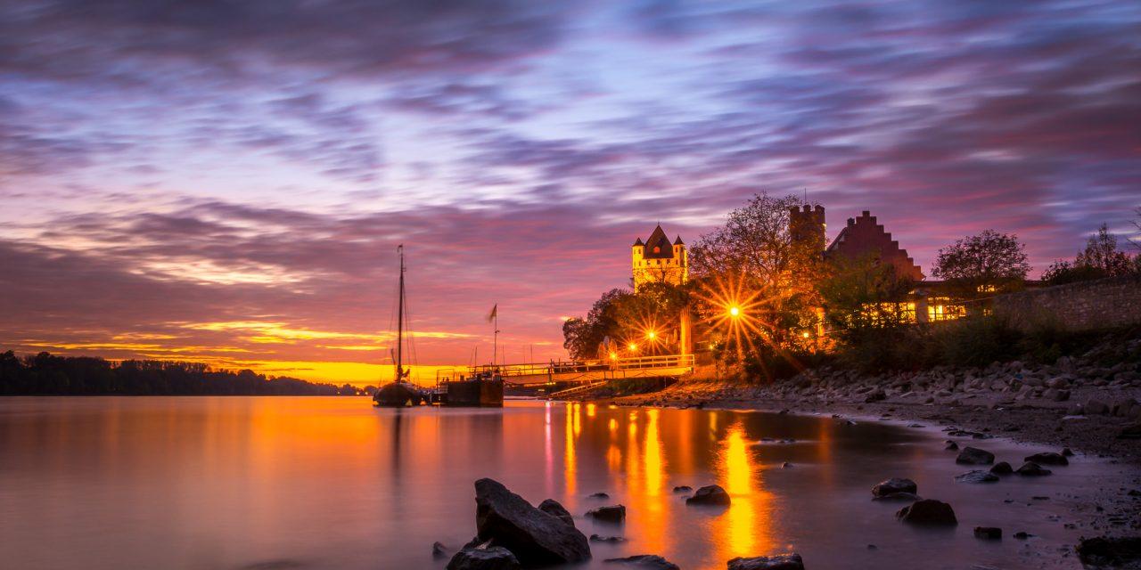 Schöner Sonnenuntergang bei Eltville am Rhein